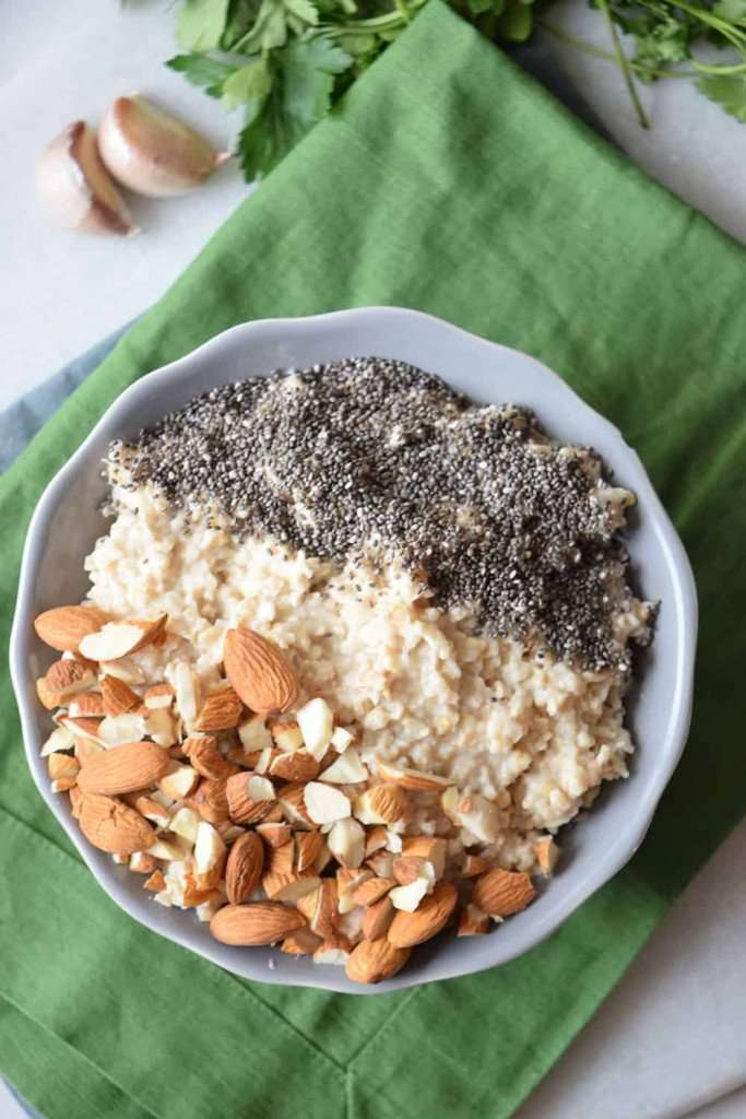 Healthy Breakfast Recipe: Almond and Chia Oatmeal