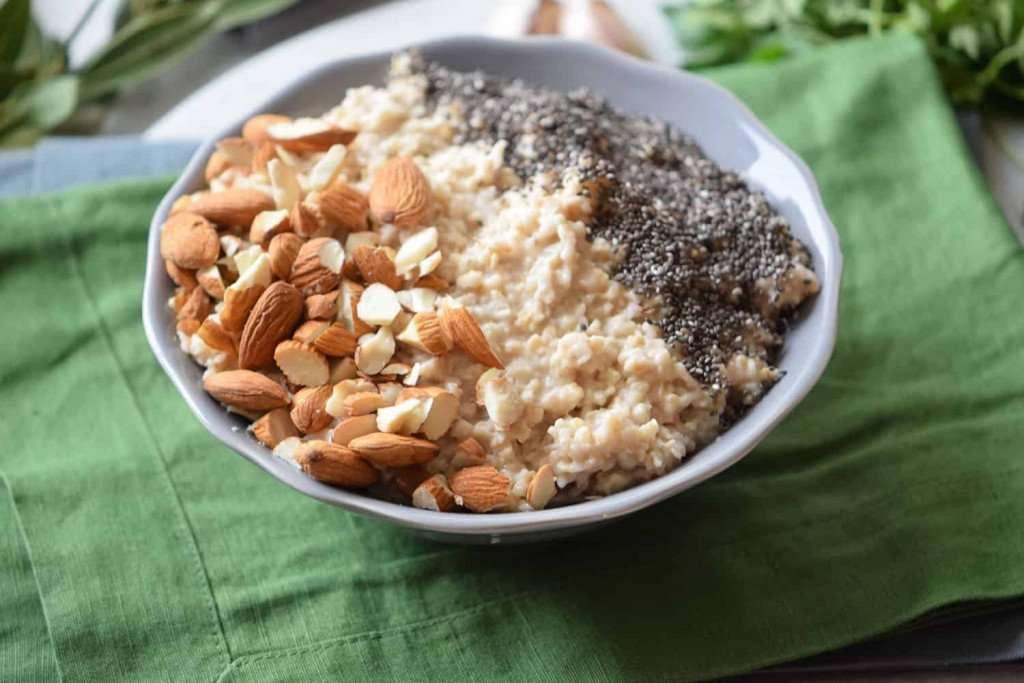 Healthy Breakfast Recipe: Almond and Chia Oatmeal